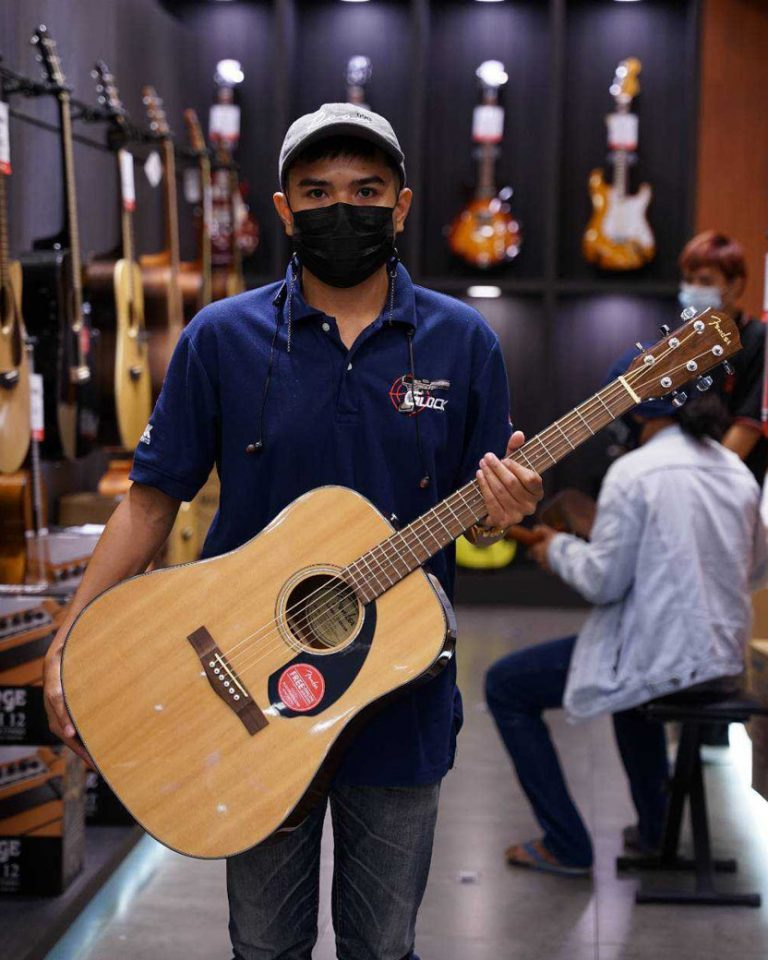 ลูกค้าที่ซื้อ Fender CD-60