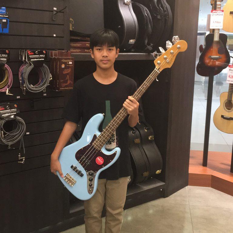 ลูกค้าที่ซื้อ Squier Classic Vibe Jazz Bass 60s