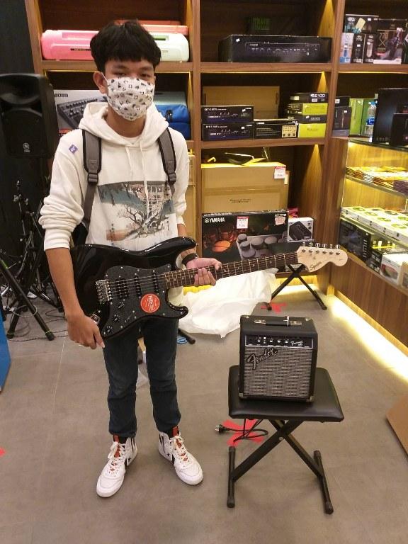 ลูกค้าที่ซื้อ Fender Frontman 10G