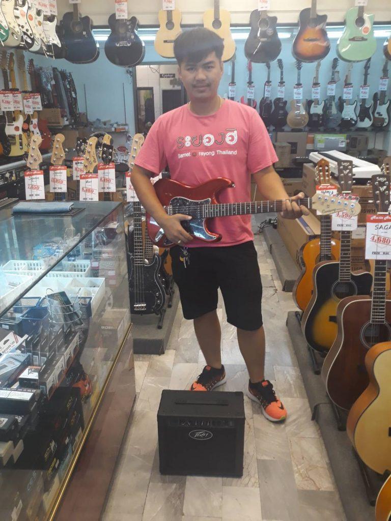 ลูกค้าที่ซื้อ Peavey Solo Guitar Amplifier