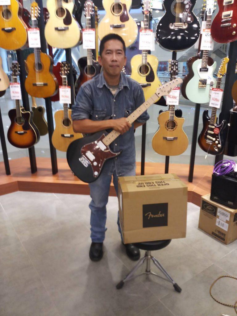 ลูกค้าที่ซื้อ Fender CHAMPION 20