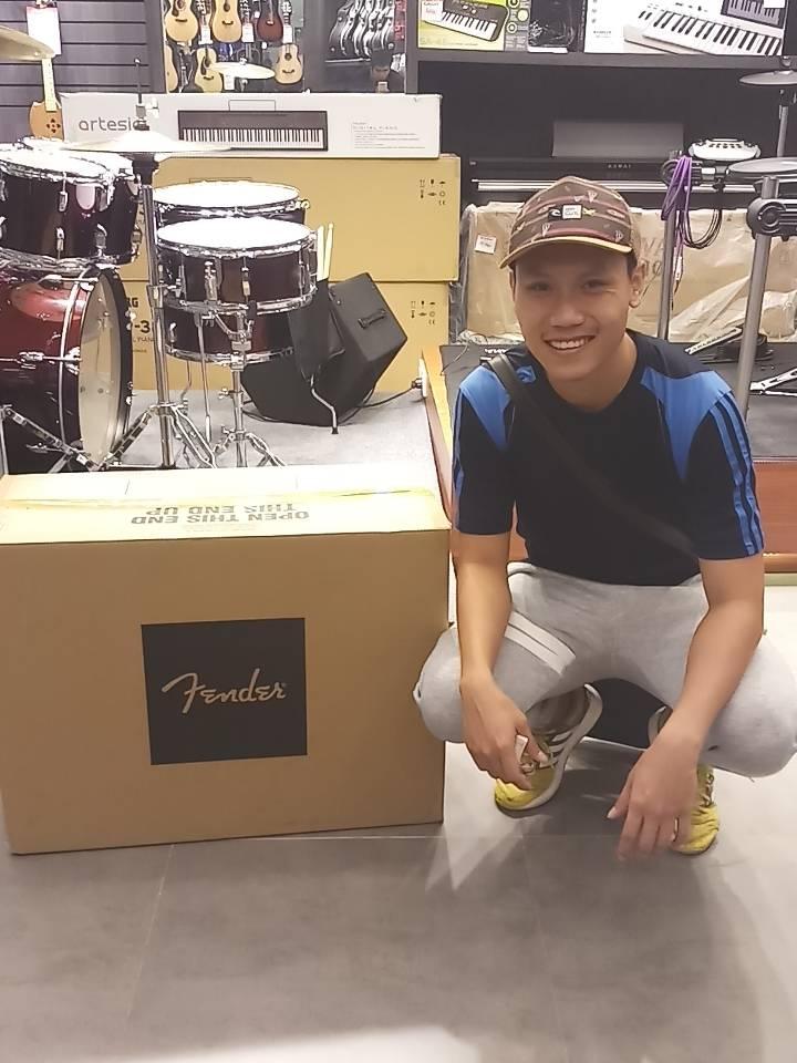 ลูกค้าที่ซื้อ Fender Champion 100