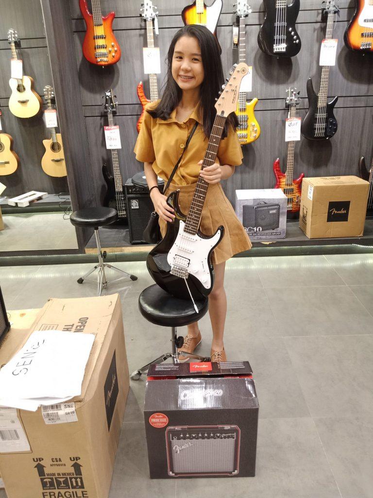 ลูกค้าที่ซื้อ Yamaha PACIFICA012