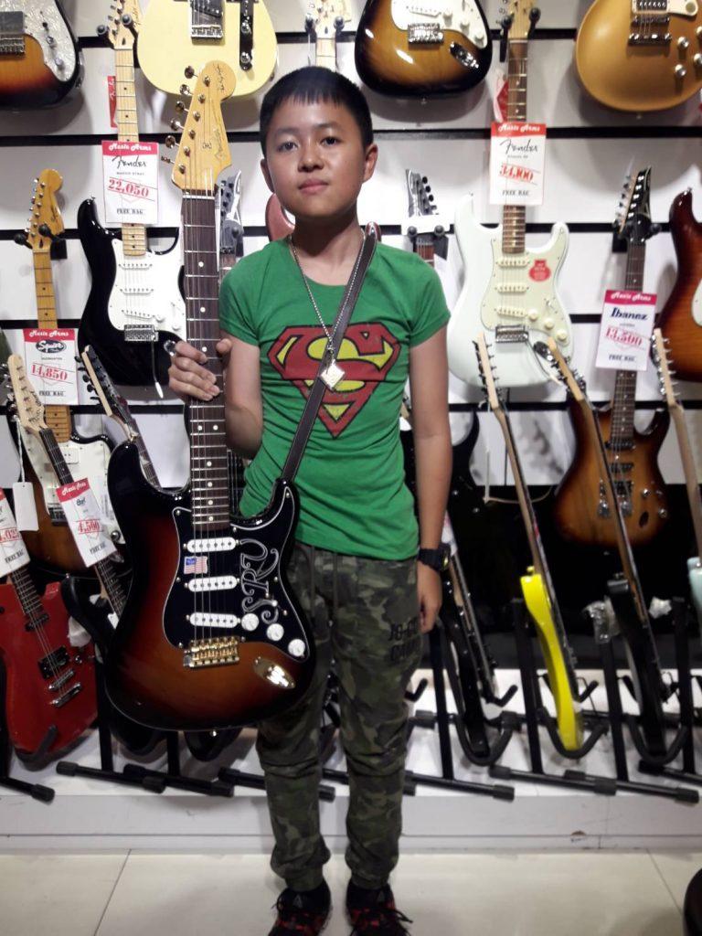 ลูกค้าที่ซื้อ Fender Stevie Ray Vaughan Stratocaster