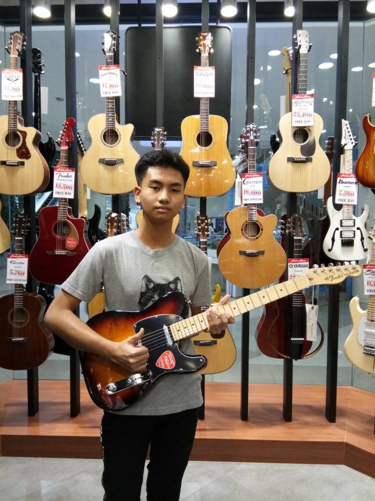 ลูกค้าที่ซื้อ Fender American Special Telecaster