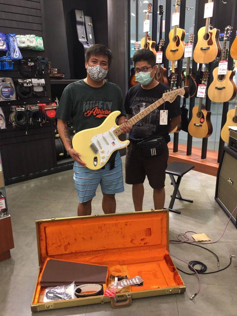 ลูกค้าที่ซื้อ Fender Yngwie Malmsteen Stratocaster