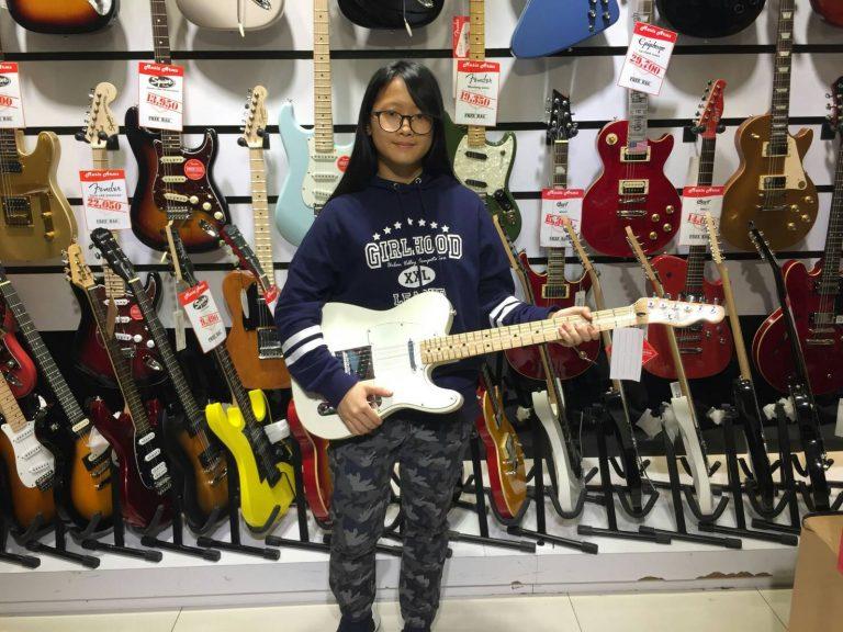 ลูกค้าที่ซื้อ Fender Standard Telecaster MN