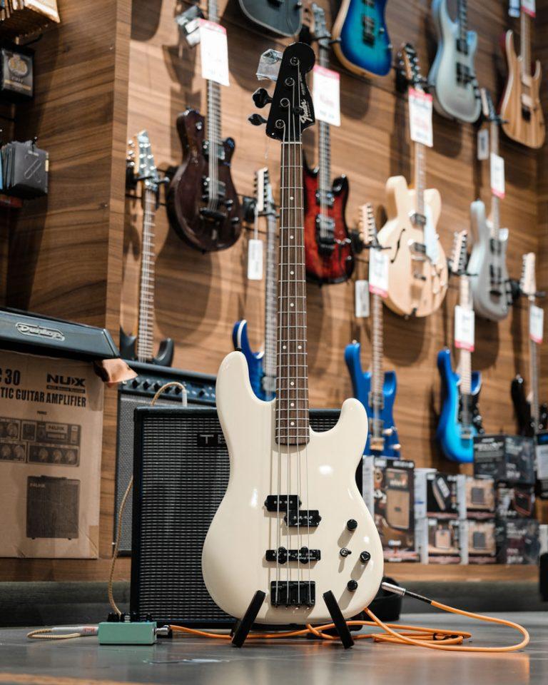 Showcase Fender Duff Mckagan Precision Bass