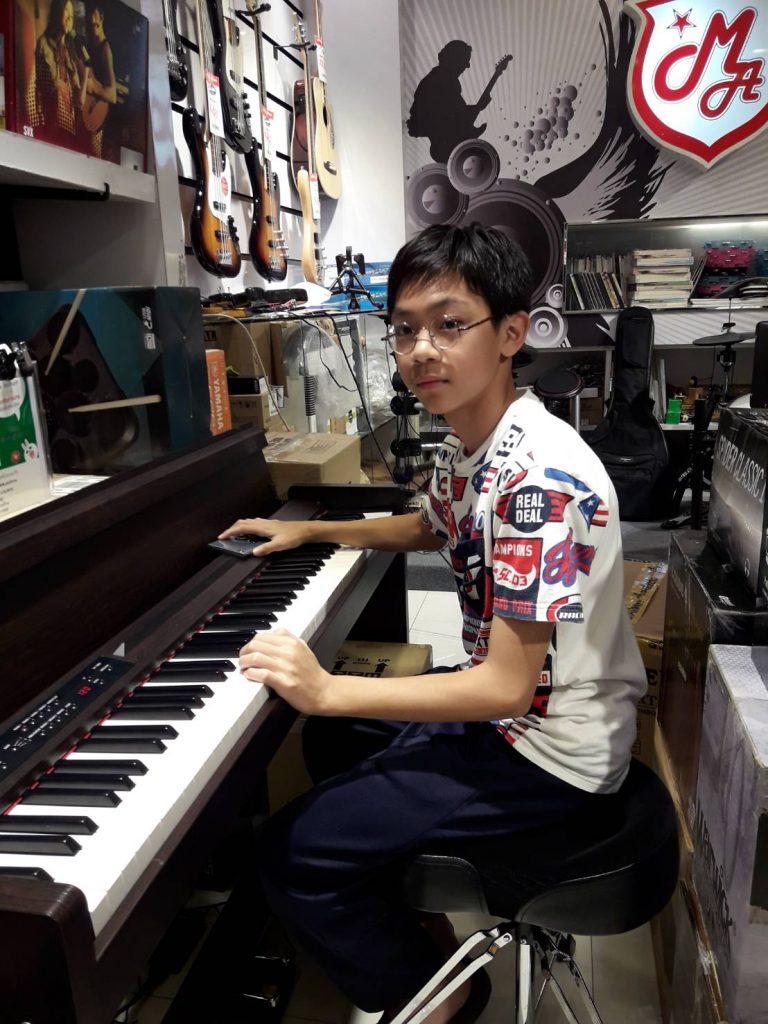 ลูกค้าที่ซื้อ Korg Piano LP-380