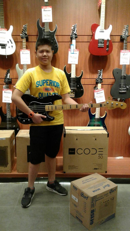 ลูกค้าที่ซื้อ Squier Vintage Modified Jazz Bass '70s