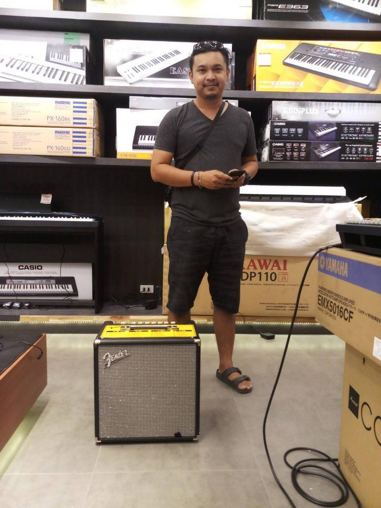 ลูกค้าที่ซื้อ แอมป์เบส Fender Rumble 40