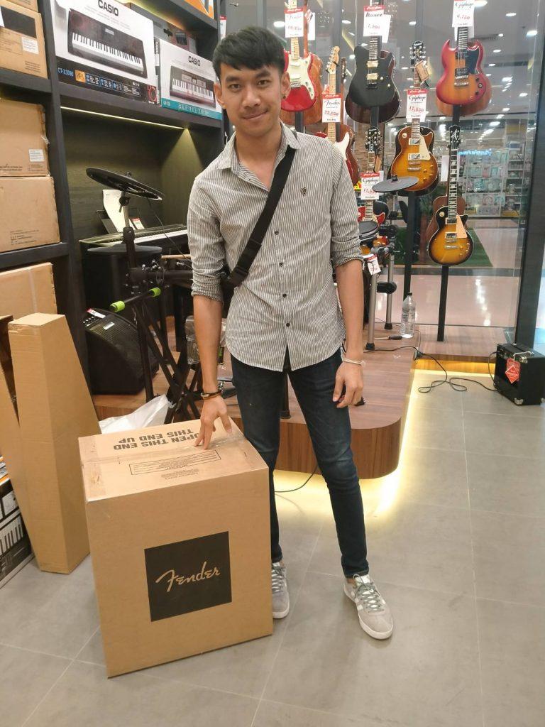 ลูกค้าที่ซื้อ Fender Rumble 100