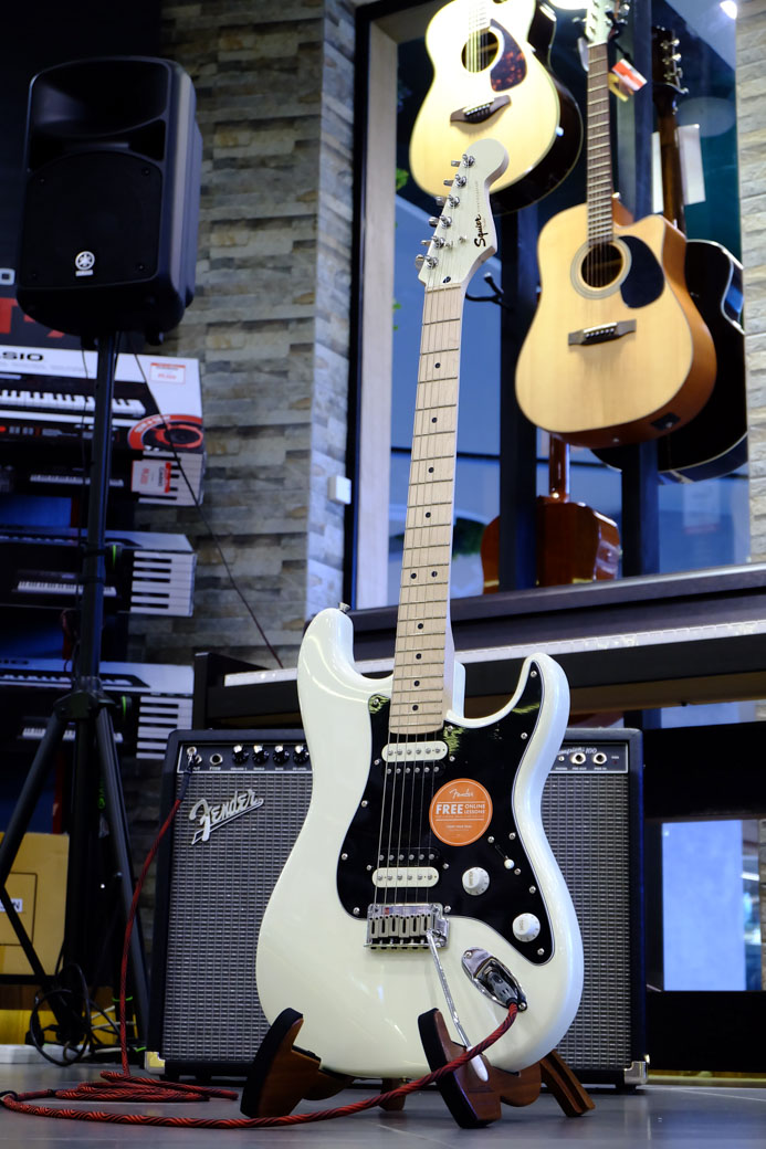 Showcase Squier Standard Stratocaster