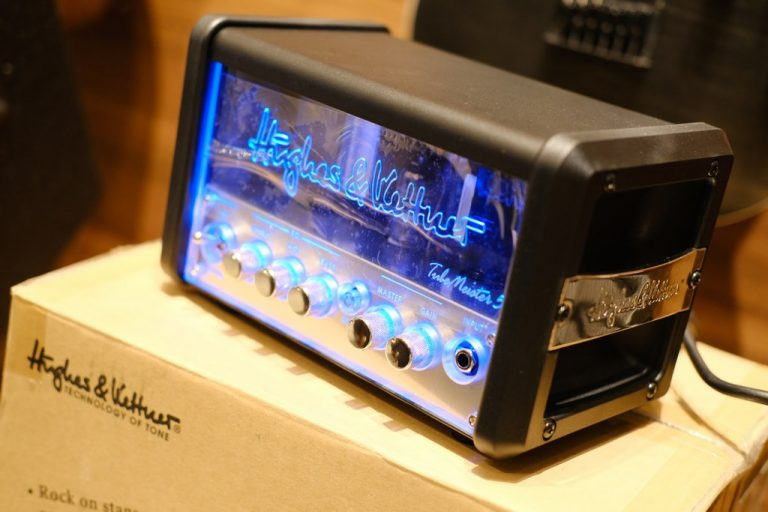 Showcase Hughes & Kettner TubeMeister 5 Tube Head Amp