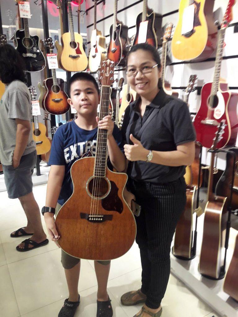 ลูกค้าที่ซื้อ Crafter GAE 8 mh Guitars