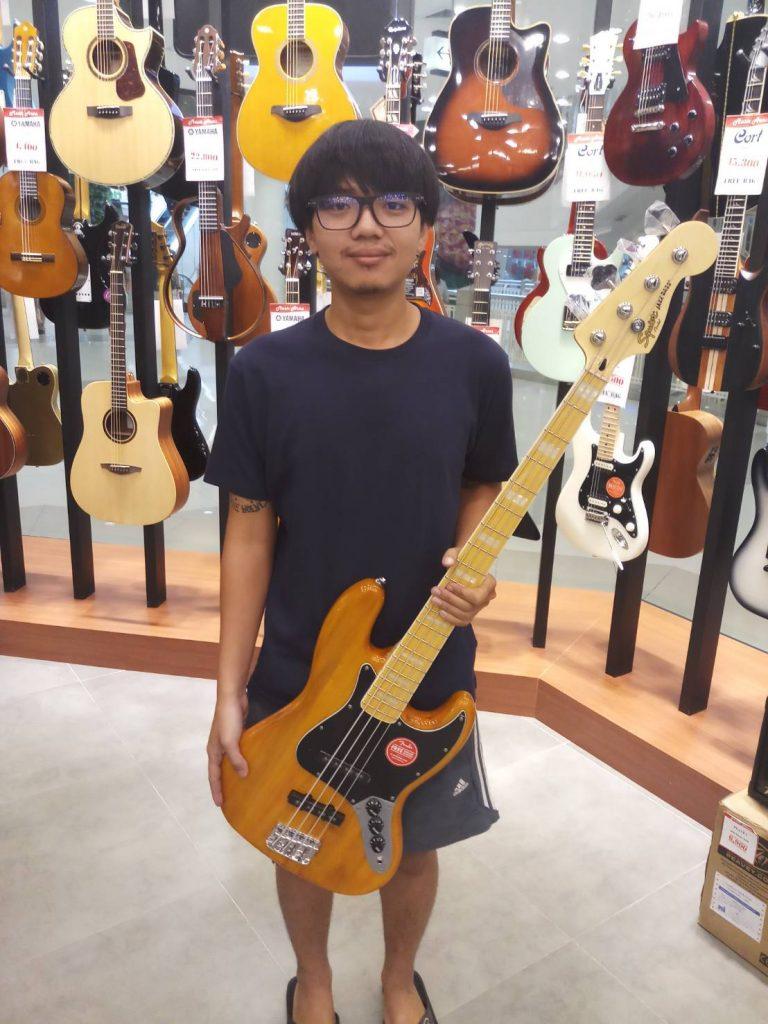ลูกค้าที่ซื้อ Squier Vintage Modified Jazz Bass '77