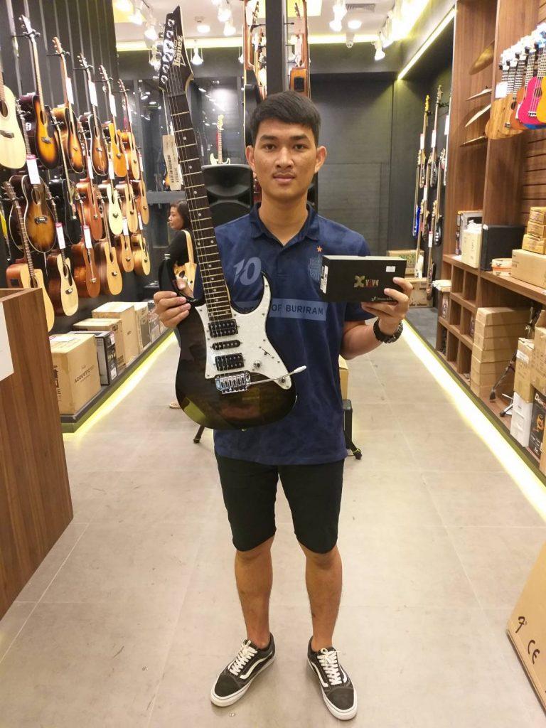 ลูกค้าที่ซื้อ Xvive U2 Digital Wireless Guitar System