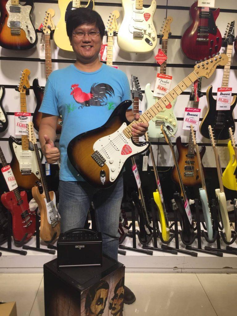 ลูกค้าที่ซื้อ Fender American Special Stratocaster
