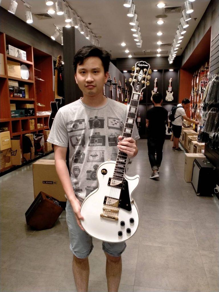ลูกค้าที่ซื้อ Epiphone Les Paul Custom Pro Electric Guitar