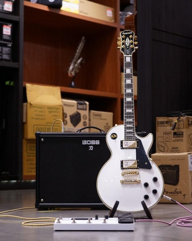 Showcase Epiphone Les Paul Custom Pro Electric Guitar