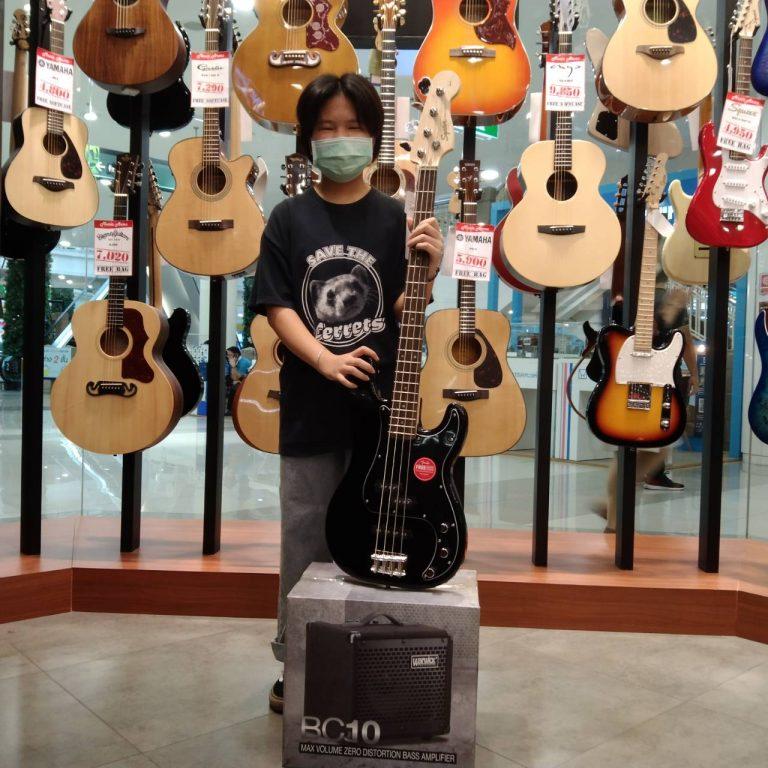 ลูกค้าที่ซื้อ Squier Affinity PJ Bass