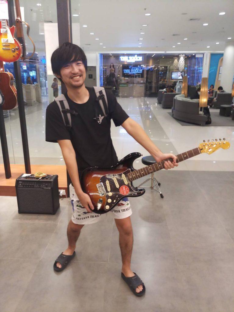 ลูกค้าที่ซื้อ Squier Classic Vibe Stratocaster 60s