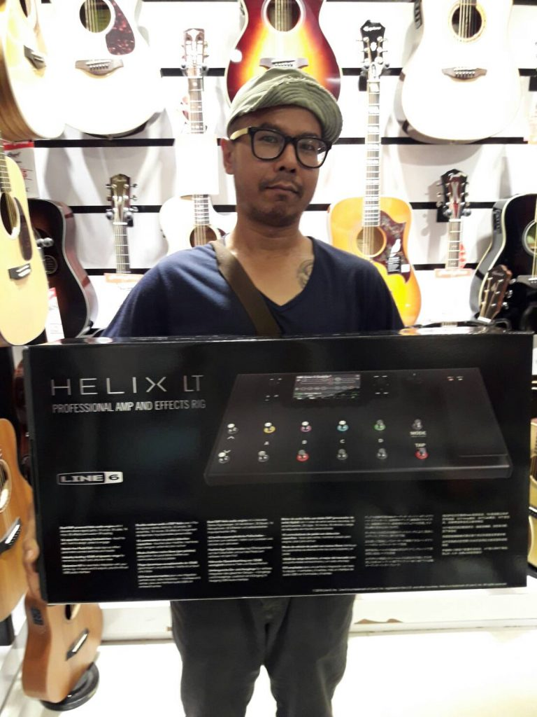 ลูกค้าที่ซื้อ Line 6 Helix Guitar Multi-effects Processor