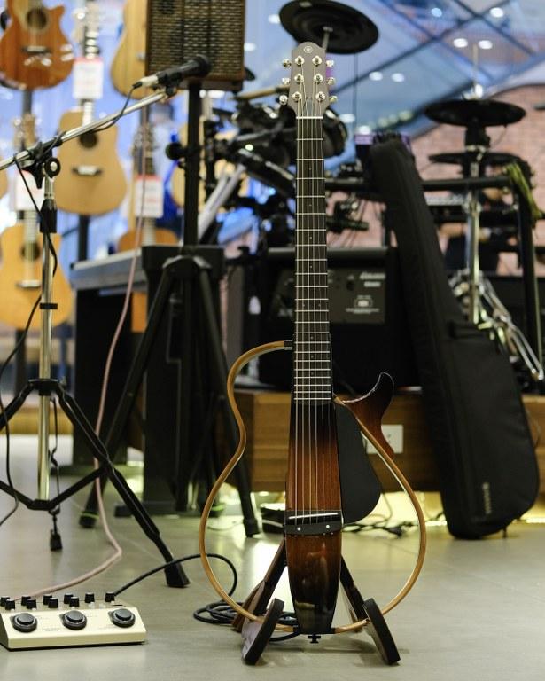 Showcase Yamaha SLG200S