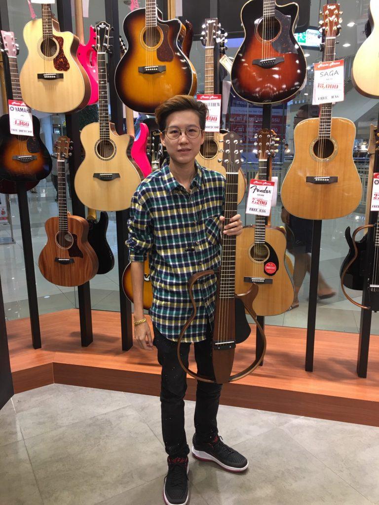 ลูกค้าที่ซื้อ Silent Guitar SLG200S