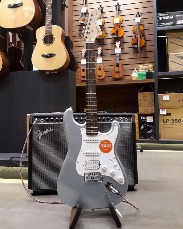 Showcase Squier Affinity Stratocaster HSS