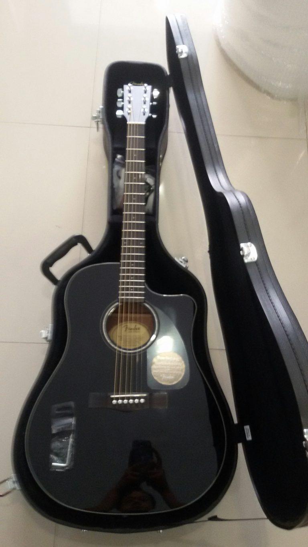 ลูกค้าที่ซื้อ Fender CD-60CE