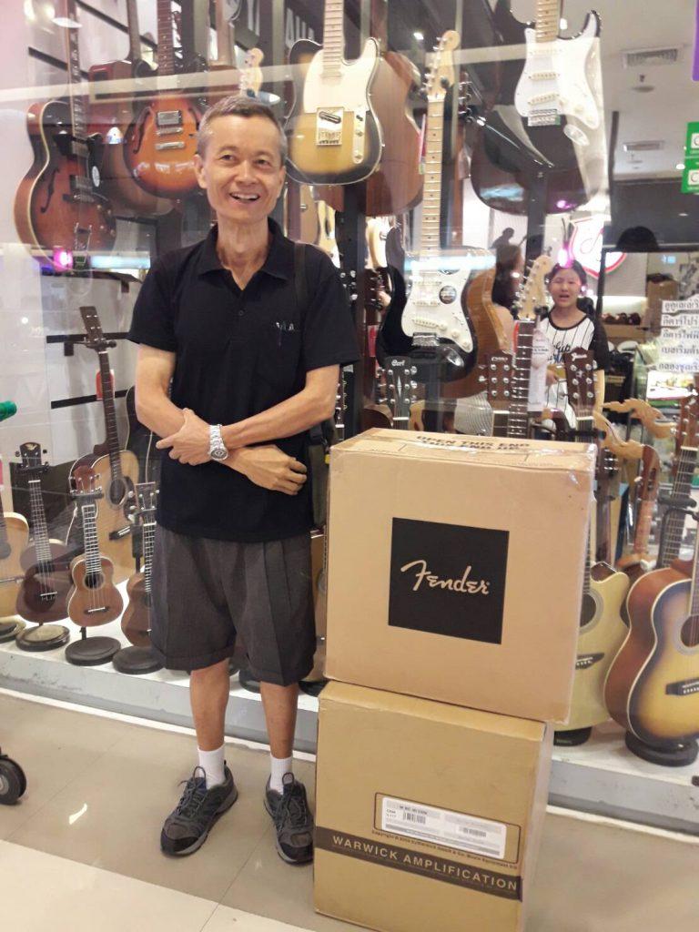 ลูกค้าที่ซื้อ Fender CHAMPION 40