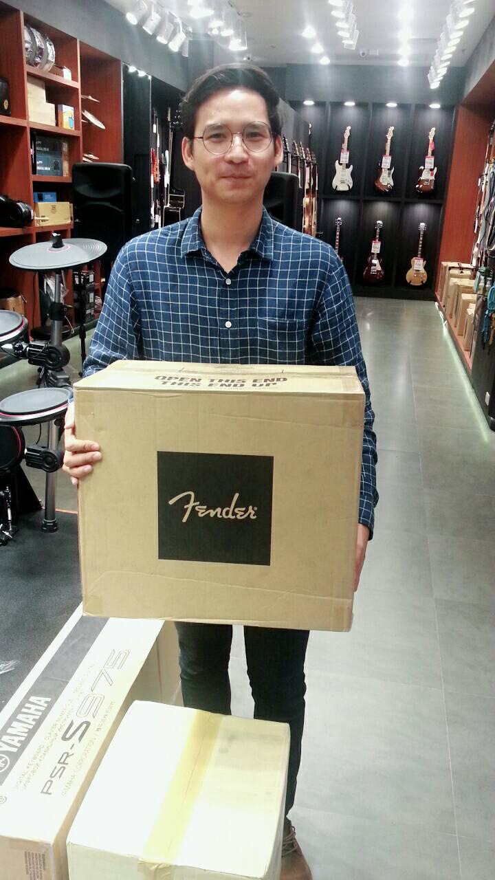 ลูกค้าที่ซื้อ Fender Mustang I V.2
