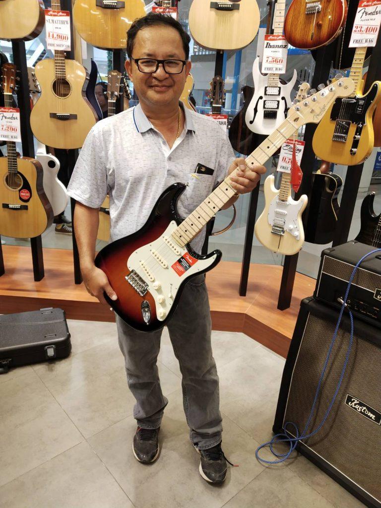 ลูกค้าที่ซื้อ Fender American Professional Stratocaster