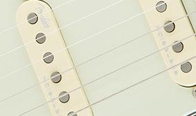 ซิงเกิลคอยFender American Elite Stratocaster