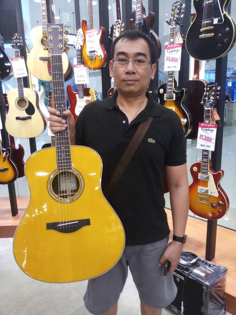 ลูกค้าที่ซื้อ Yamaha LL-TA  Transacoustic ทรานอคูสติก ทรงจัมโบ้