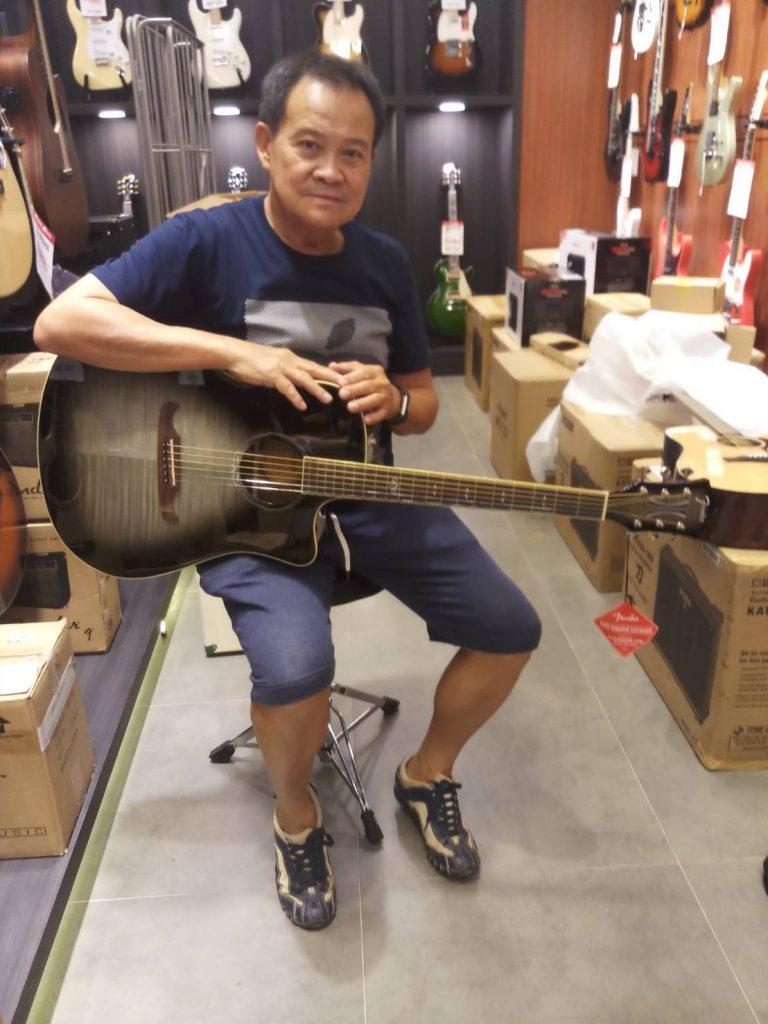 ลูกค้าที่ซื้อ Fender T-Bucket 300 CE