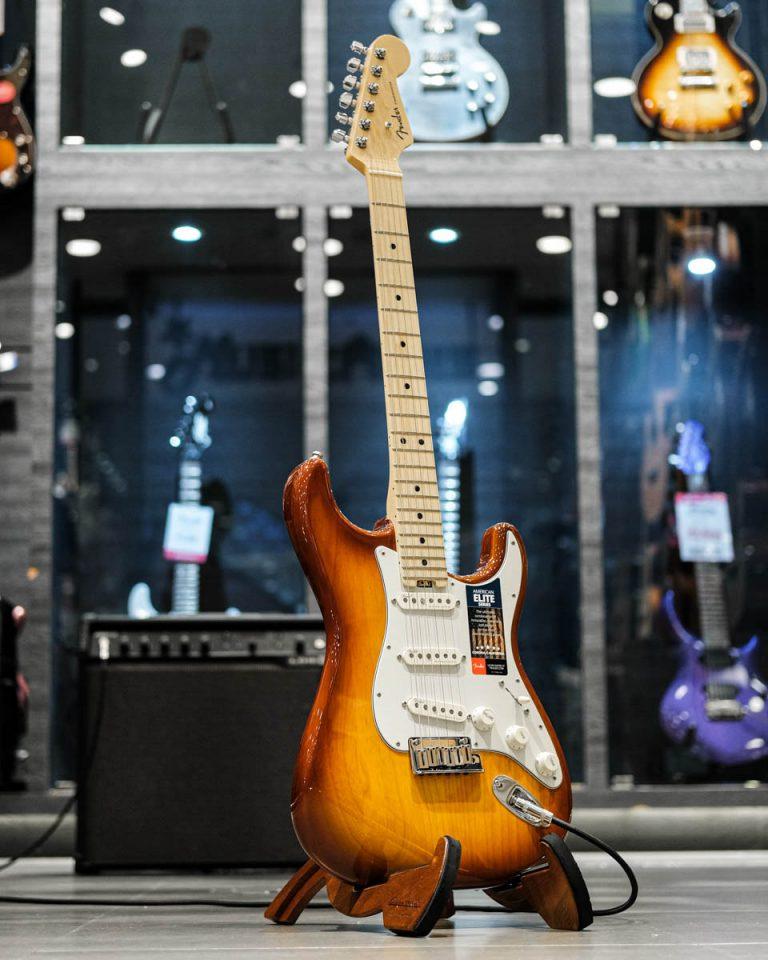 Showcase กีต้าร์ไฟฟ้า Fender American Elite Stratocaster