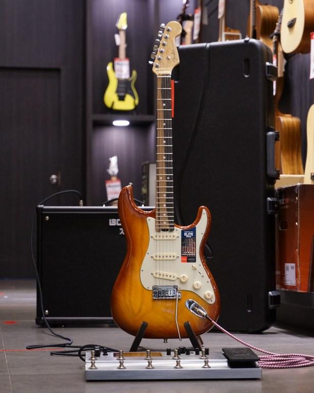 Showcase Fender American Elite Stratocaster