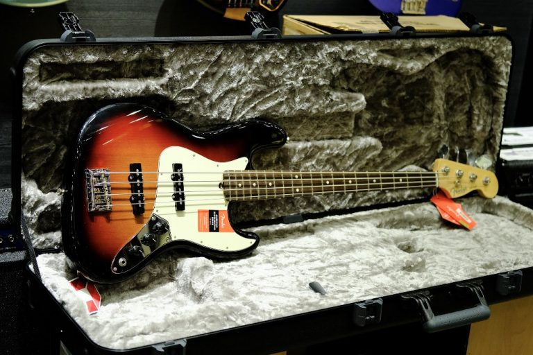 Showcase Fender American Professional Jazz Bass