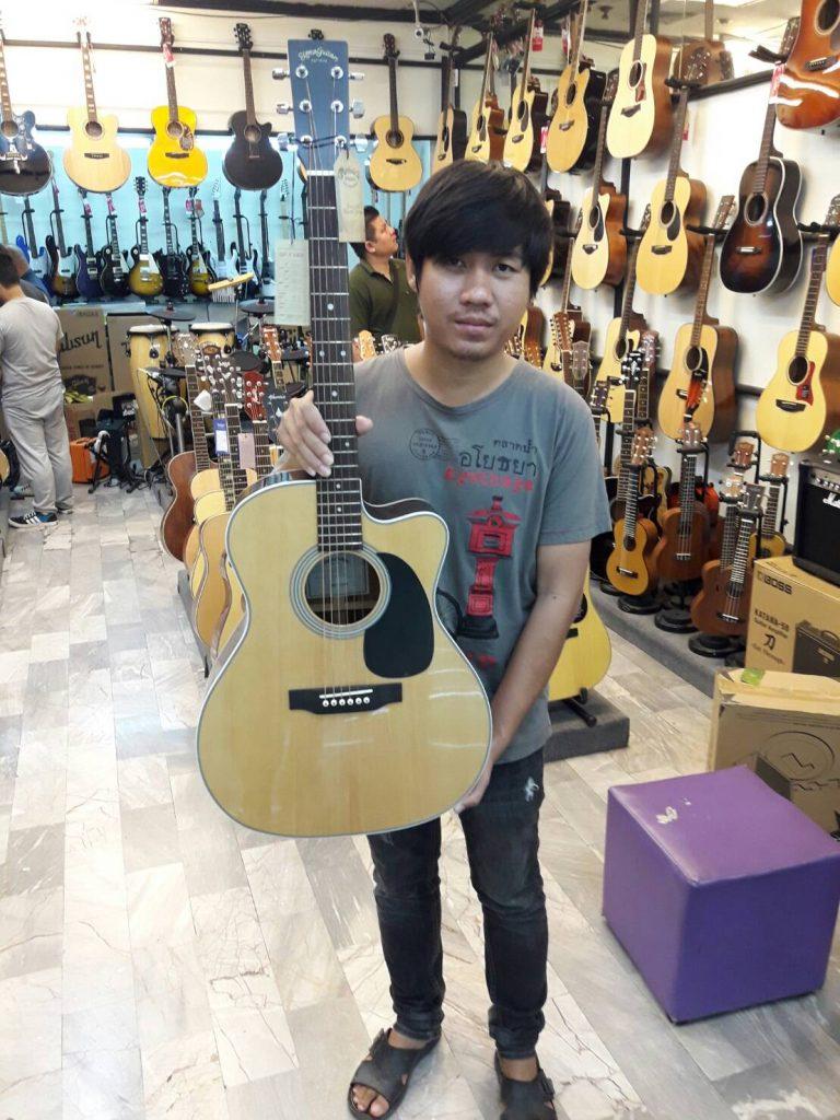 ลูกค้าที่ซื้อ Sigma Guitar JRC-1STE