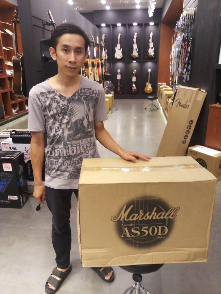 ลูกค้าที่ซื้อ แอมป์กีต้าร์โปร่ง Marshall AS50D