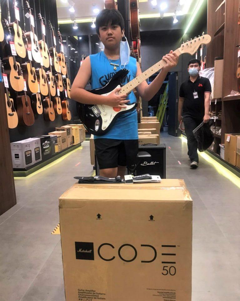ลูกค้าที่ซื้อ Squier Affinity Stratocaster