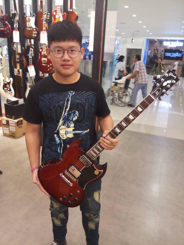 ลูกค้าที่ซื้อ Gibson SG Standard 2017 T