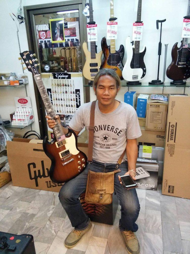 ลูกค้าที่ซื้อ Gibson SG Special 2017 T กีต้าร์คุณภาพ