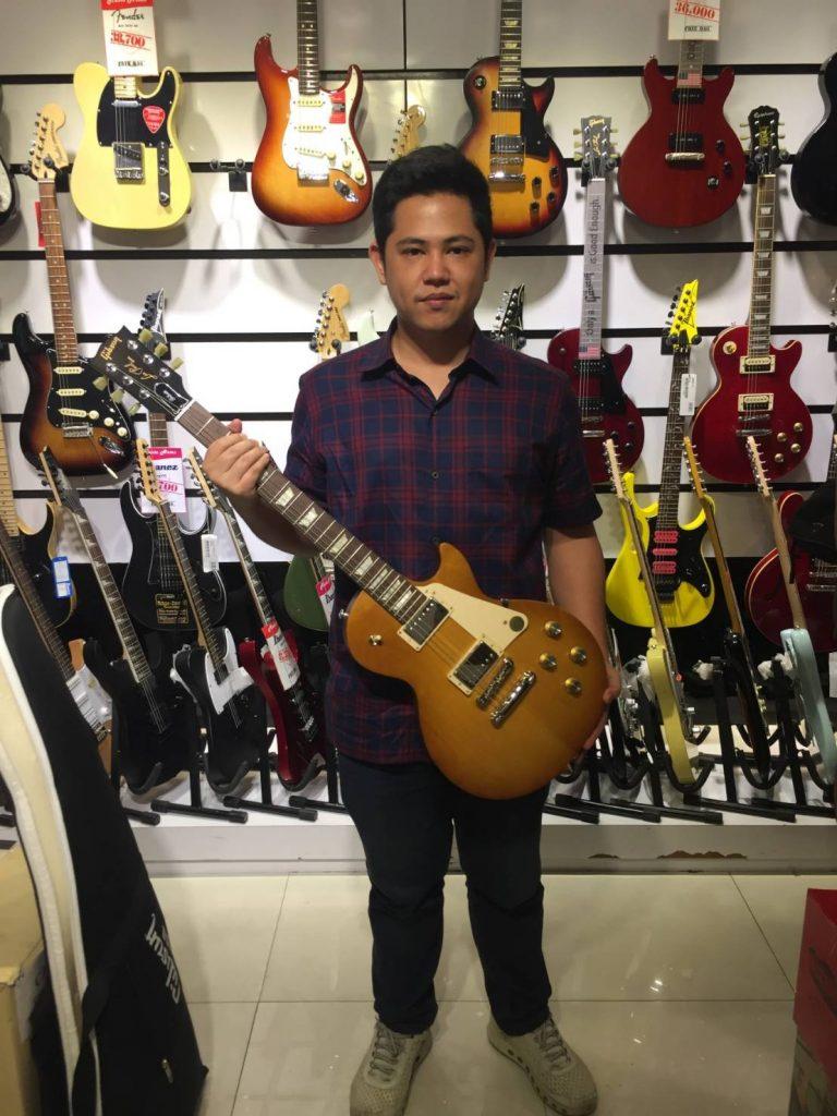 ลูกค้าที่ซื้อ Gibson Les Paul Tribute 2017 T กีต้าร์คุณภาพ