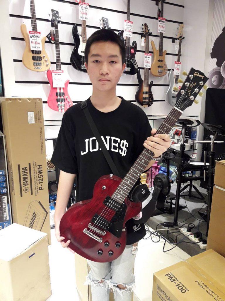 ลูกค้าที่ซื้อ Gibson Les Paul Faded 2017 T