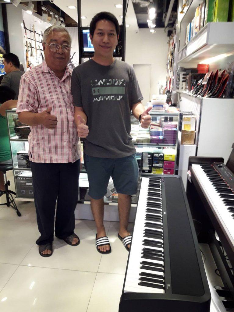 ลูกค้าที่ซื้อ Korg B-1 Digital Piano