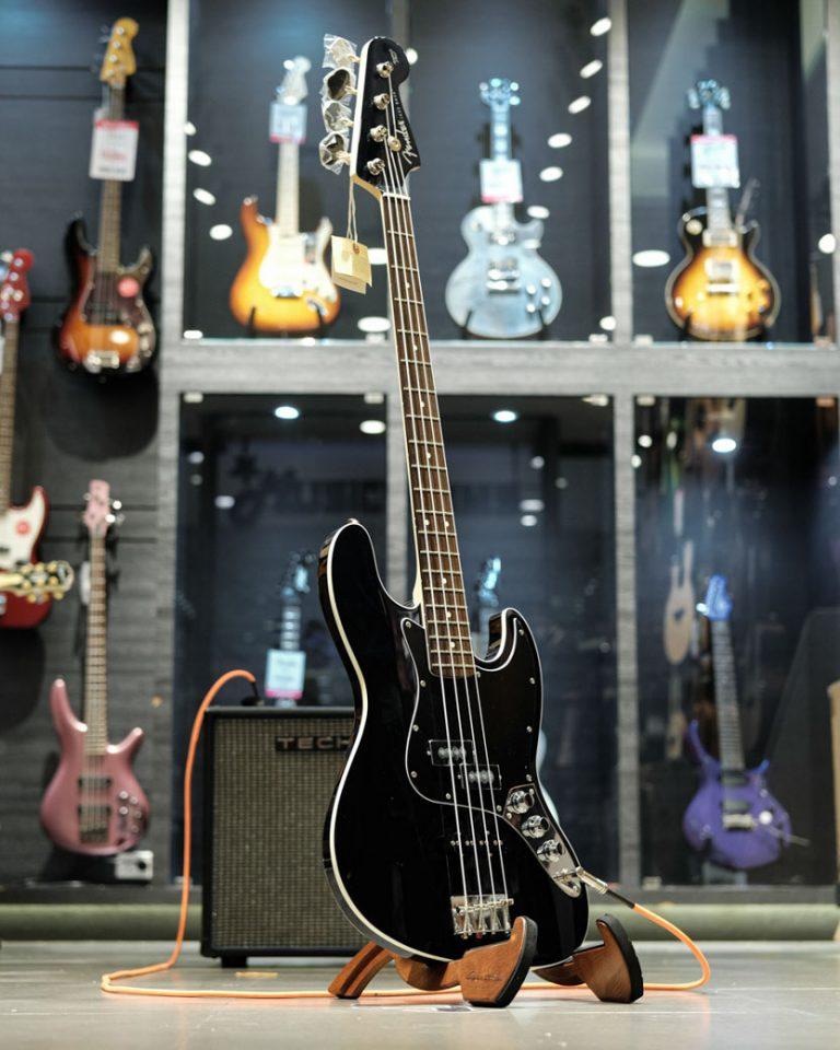 Showcase Fender Aerodyne II Jazz Bass