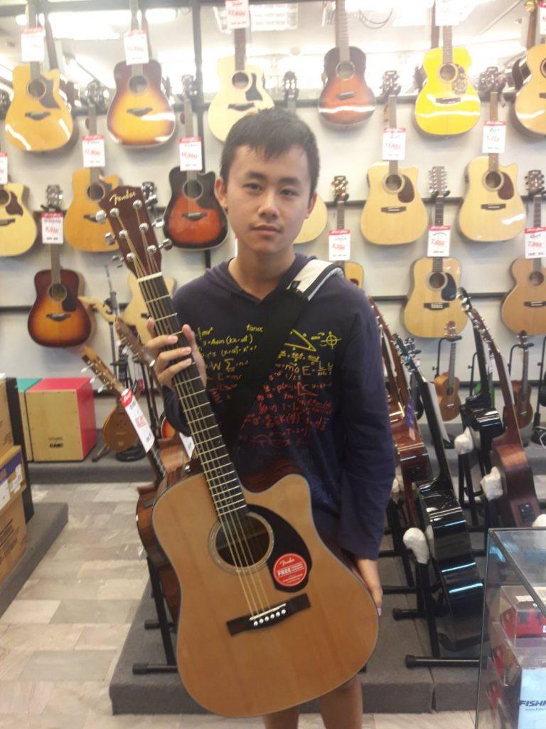 ลูกค้าที่ซื้อ Fender CD-60 SCE Natural